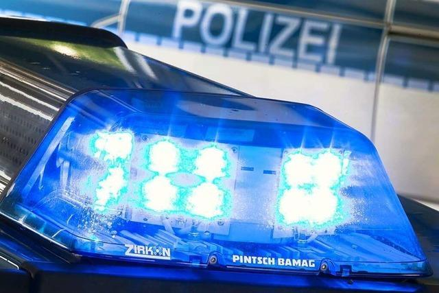 Auto kollidiert auf der L125 zwischen Staufen und Kirchhofen mit den Schutzplanken
