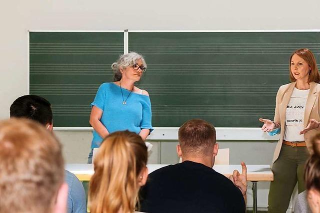 Grünen-Abgeordnete Boser spricht mit Ettenheimer Schülerinnen und Schülern über Digitalisierung