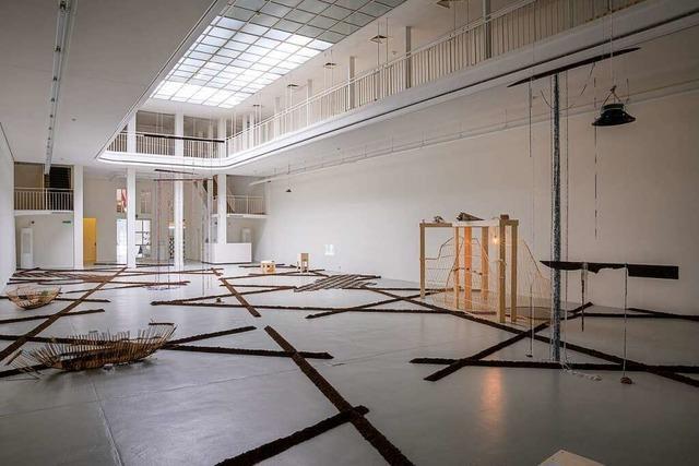 Minia Biabianys Raumerzählung im Kunstverein Freiburg