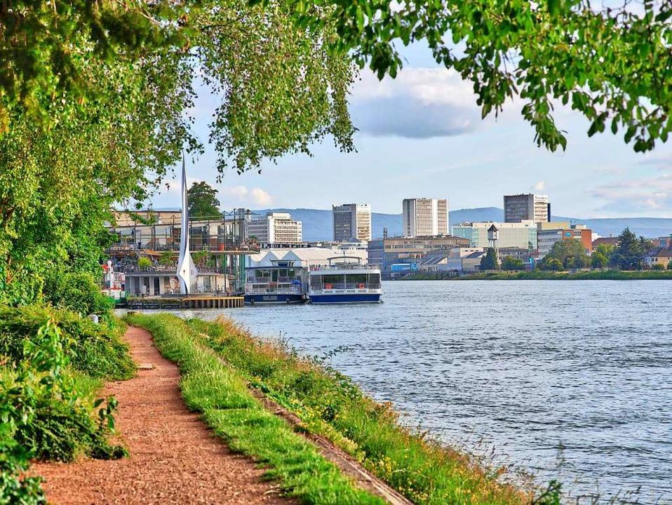 Das geografische Dreiländereck, an dem..., liegt vor dem Basler Hafen im Rhein.  | Foto: Basel Tourismus