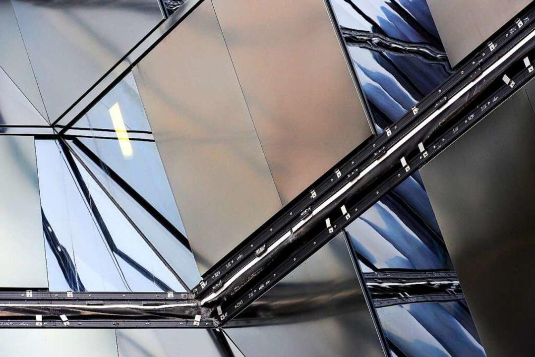 Fassadenteile lösen sich von der UB.    Foto: Thomas Kunz