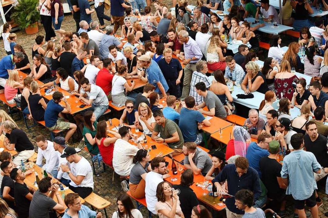 Gehört zu den beliebtesten Veranstaltu...pt: das Weinfest auf dem Münsterplatz.  | Foto: Rita Eggstein