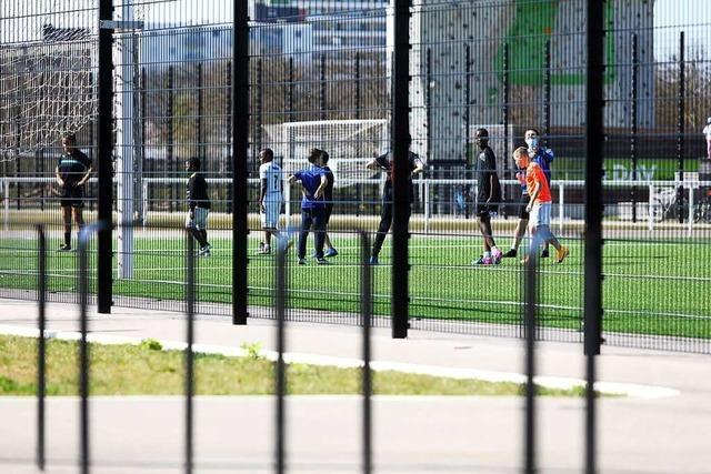 Konflikt im Bürgerpark Lahr um die Nutzung des Kunstrasens