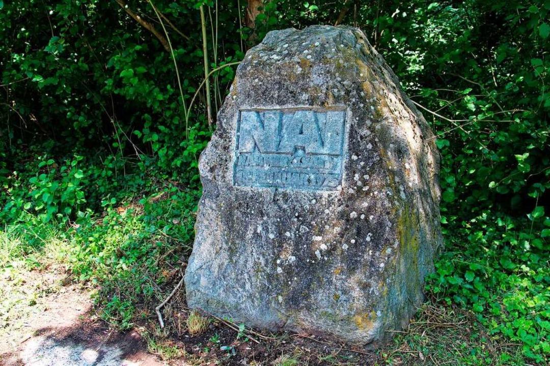 Der wohl bekannteste Gedenkstein für d...von Sasbach nach Königschaffhausen um.  | Foto: Ruth Seitz
