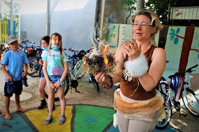 Eschbacher Grundschüler blicken zurück auf das Leben in der Steinzeit