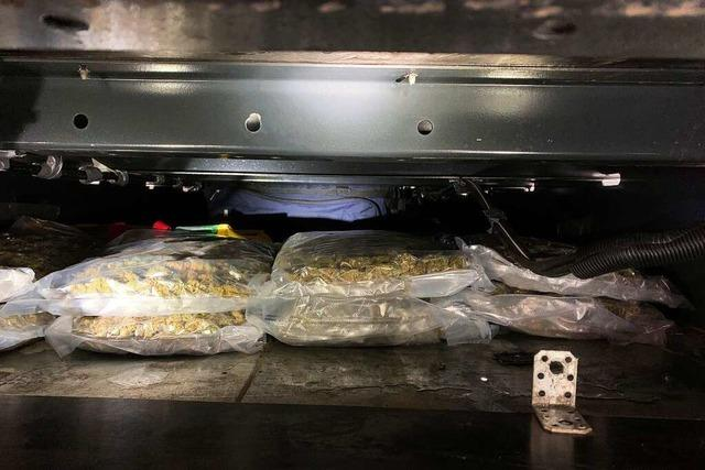 Schweizer Zöllner finden 55 Kilogramm Cannabis in einem Sattelzug