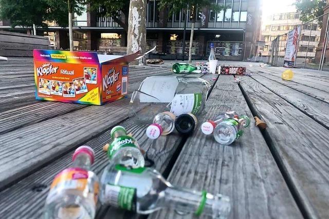 Glasverbot und große Müllcontainer für den Platz der Alten Synagoge