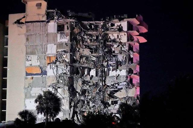Zwölfstöckiges Wohngebäude in Florida eingestürzt