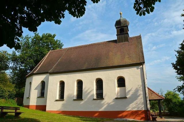 Schöne Ausblicke und Stille bei der Berghauser Kapelle genießen