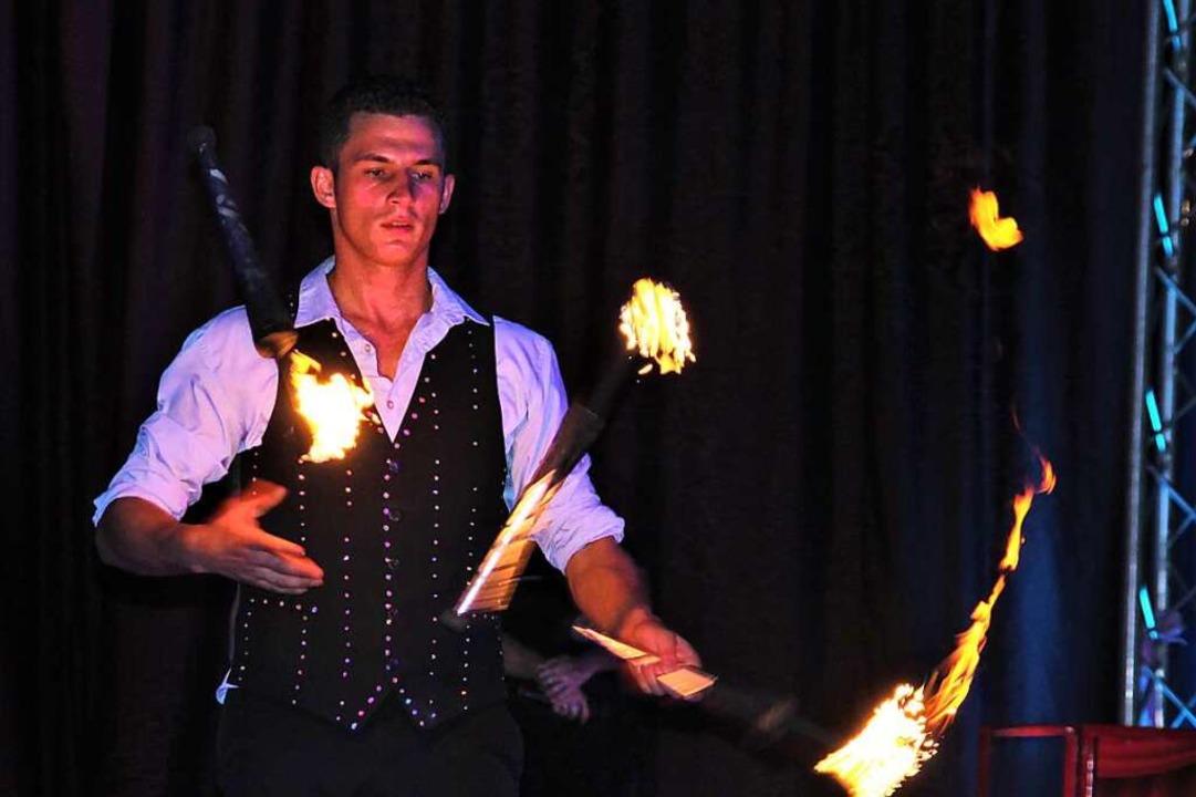 Alex Kaiser spielt mit dem Feuer  | Foto: Ingrid Lafille