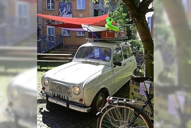 Am Theater gibt es ein Geschichtenauto und an Freiburgs Bahnhof keine Kavaliere