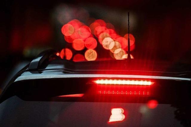 Geldstrafe: Autofahrer nötigt Frau bei hoher Geschwindigkeit zur Vollbremsung