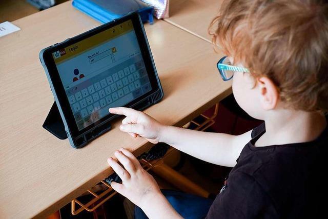 Schüler und Lehrer an der Sonnenrainschule bekommen 100 Tablets