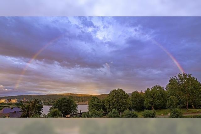Auch der Himmel zeigt einen Regenbogen