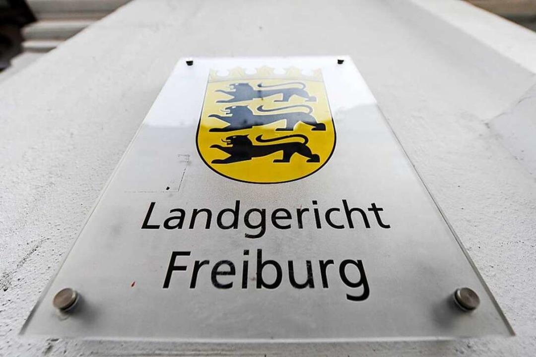 Vor dem Landgericht Freiburg wurden an...ers im Messerstecher-Prozess gehalten.  | Foto: Patrick Seeger (dpa)
