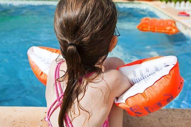Was Eltern bei corona-bedingten Schwimmdefiziten ihrer Kinder tun können