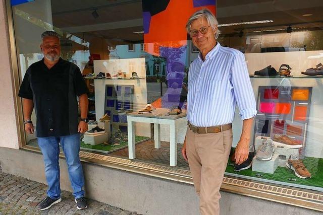 Schaufenster für Kunst und Waren in der Emmendinger Innenstadt