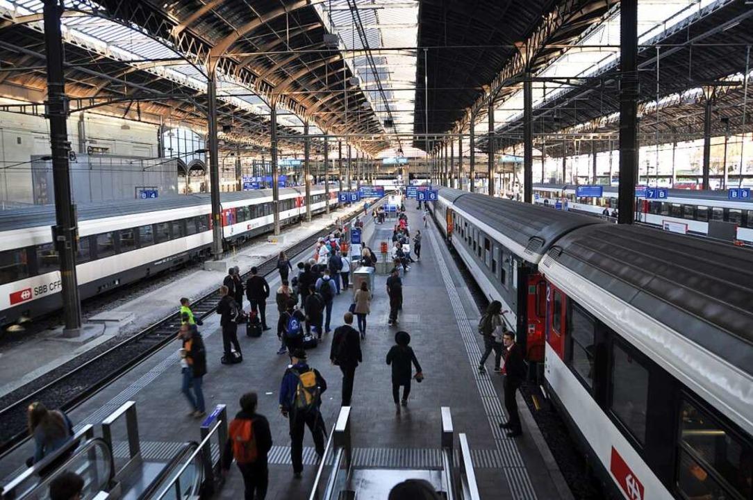Für zusätzliche oberirdische Bahnsteige ist im Bahnhof SBB kein Platz.    Foto: Daniel Gramespacher