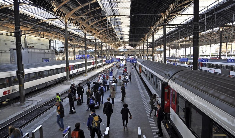 Für zusätzliche oberirdische Bahnsteige ist im Bahnhof SBB kein Platz.  | Foto: Daniel Gramespacher