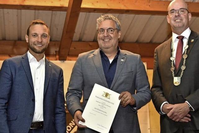 Volker Weis erhält die Ehrennadel des Landes