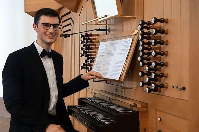 Der junge Organist Felix Wunderle glänzt bei der Marktmusik in der Stadtkirche