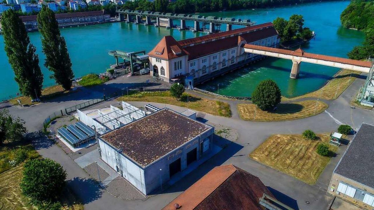 Das Kraftwerk in Grenzach-Wyhlen mitsa... den grünen Wasserstoff im Vordergrund    Foto: Energiedienst