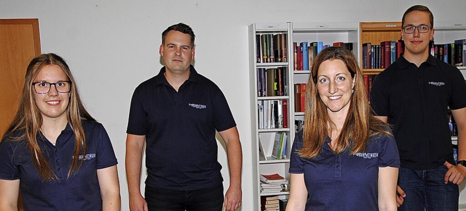 Die neu gewählten Vorstandsmitglieder ...de) und Lukas Dörflinger  (Kassierer).    Foto: Hans-Walter Mark
