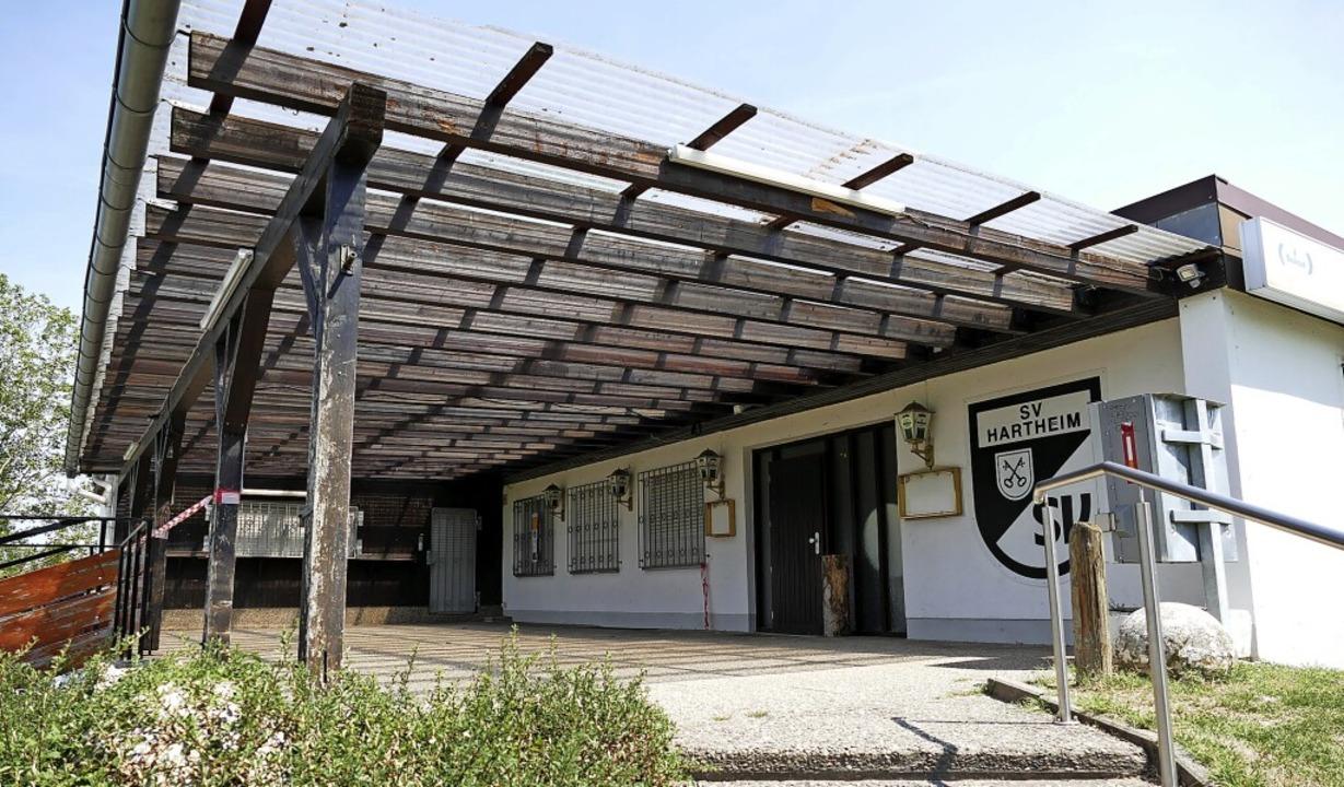 Am Clubheim des in SV Hartheim-Bremgar...benannten Vereins ist einiges zu tun.     Foto: Frank Schoch