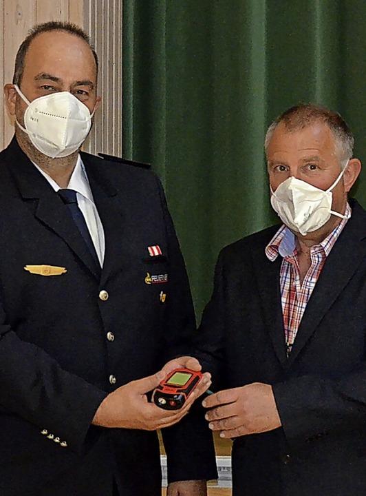 Der Vorsitzende des Fördervereins Joha...itere Mitglieder der Feuerwehrführung.    Foto: Christiane Sahli