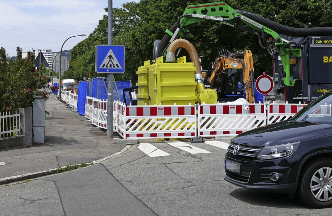An der viel befahrenen Kreuzung von Ha...attstraße wird der Verkehr umgeleitet.    Foto: Dora Schöls