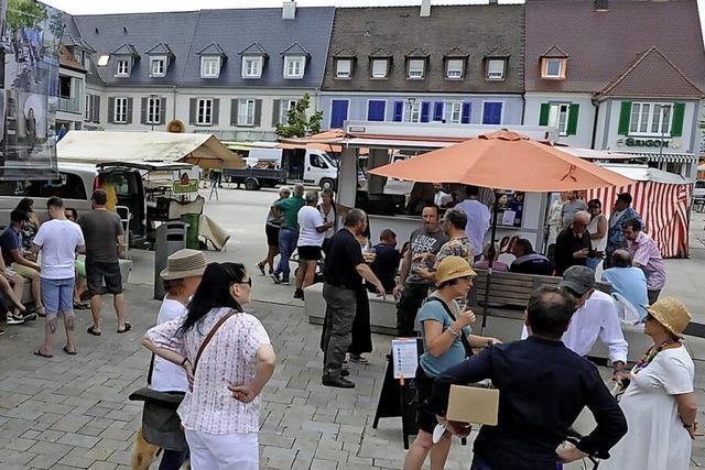 Markt und Rasenfläche statt Parkplatz