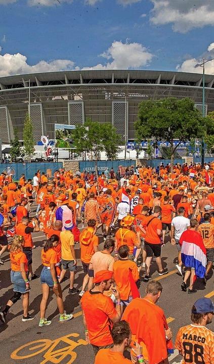Zumindest für die niederländischen Fans ist die EM-Reiserei zu Ende.    Foto: FERENC ISZA (AFP)