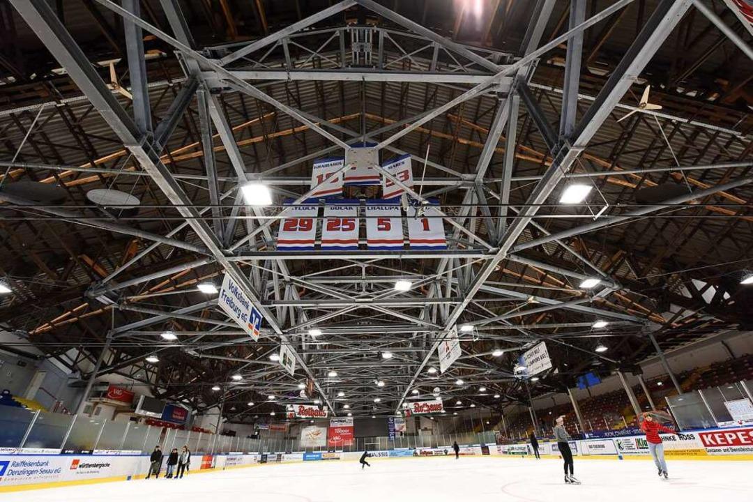 Die Tage der alten Eishalle sind gezählt.    Foto: Rita Eggstein