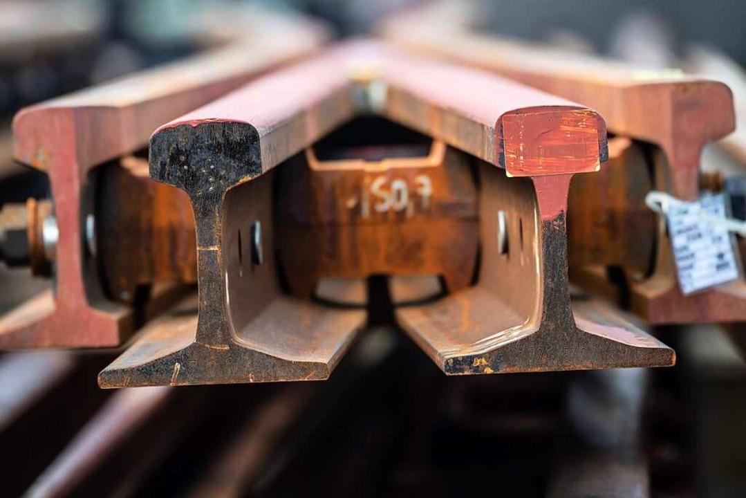 Bahnsteigarbeiten im Bahnhof  | Foto: Boris Roessler (dpa)