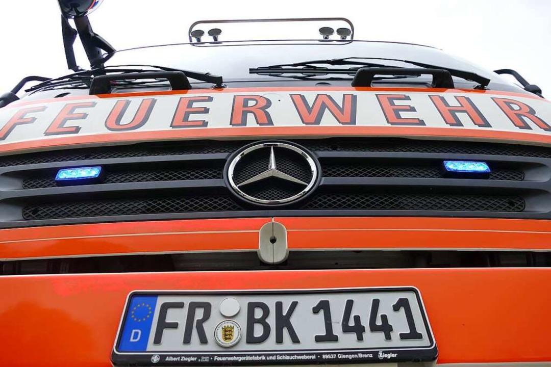 Mit sieben Fahrzeugen war die Feuerwehr Bad Krozingen am Montag im Einsatz.    Foto: Frank Schoch