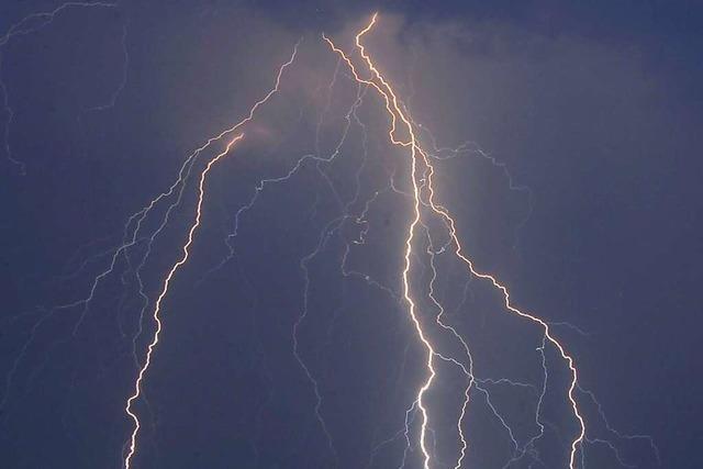 Blitz schlägt am Montag in Norsingen ein und richtet Schaden an Haus an