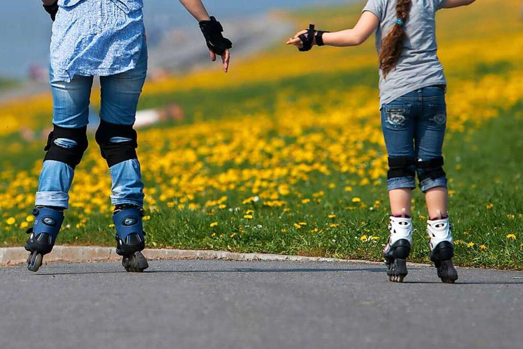 Die Polizei sucht eine Skaterin, die i...rer zusammengestoßen ist (Symbolbild).    Foto: Matthias Balk