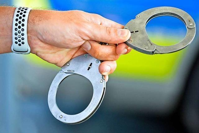Polizei nimmt zwei mutmaßliche Räuber auf Spielplatz in Freiburg-Haslach fest