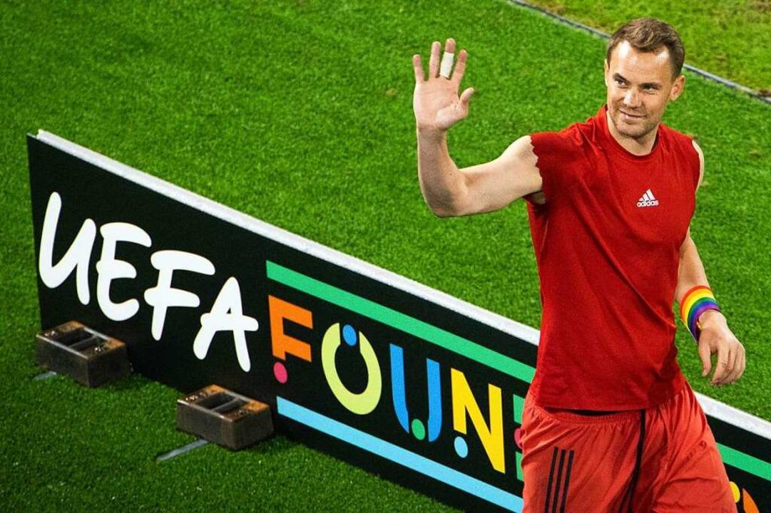 Nationalmannschaftskapitän Manuel Neue... Regenbogenfarben ein Zeichen gesetzt.  | Foto: Christian Charisius (dpa)