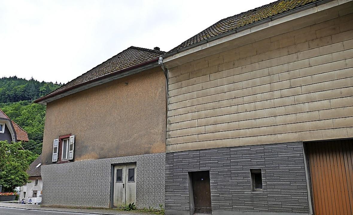 Die Stadt Zell prüft den Verkauf der Gebäude in der Schönauer Straße 30...    Foto: Sarah Trinler