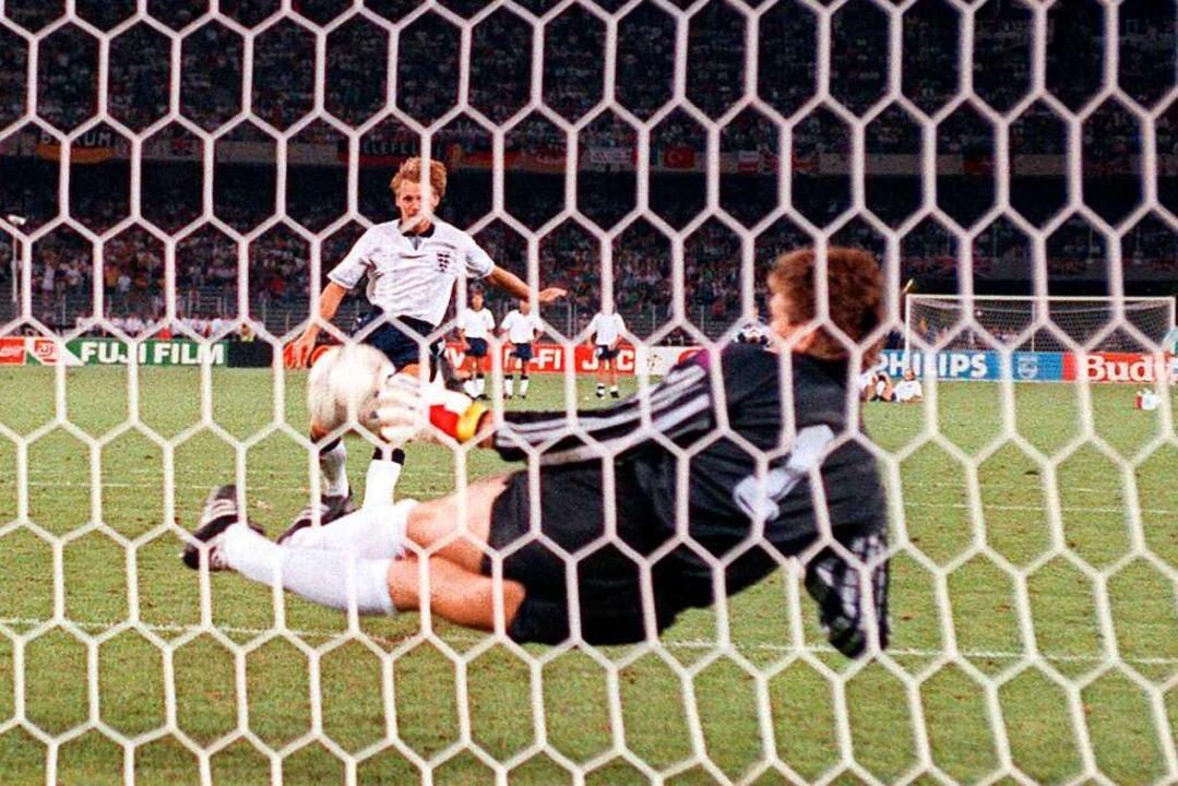 04.07.1990, Italien, Rom: Torhüter Bod...ler Stuart Pearce getretenen Elfmeter.  | Foto: Frank Leonhardt (dpa)