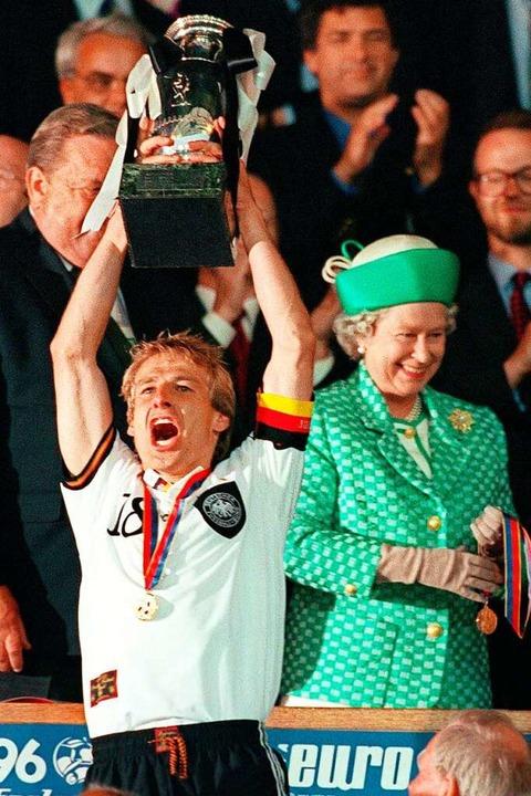 30.06.1996, Großbritannien, London: De...ts die englische Königin Elizabeth II.  | Foto: Oliver Multhaup (dpa)
