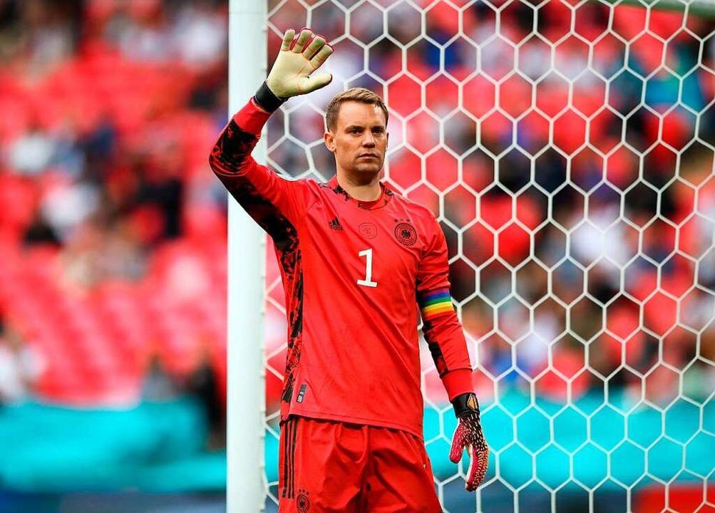 Deutschlands Torwart Manuel Neuer gibt Anweisungen.    Foto: Nick Potts (dpa)