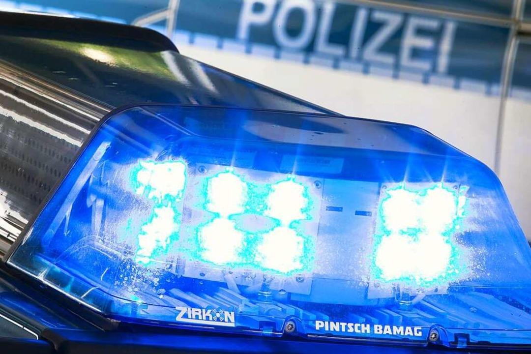 Im Fall des Messer-Angriffs im Heldenv...nun gegen drei Personen. (Symbolbild).  | Foto: Friso Gentsch (dpa)