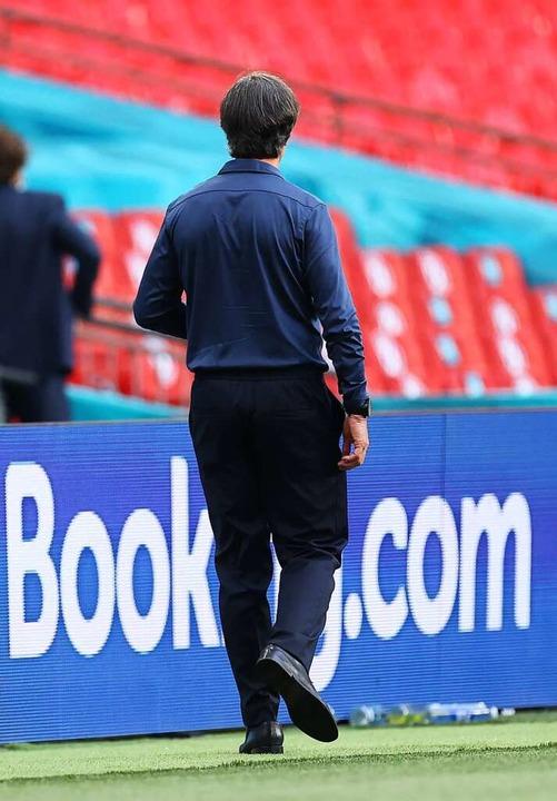 Joachim Löw verlässt nach dem EM-Aus das Wembley-Stadion  | Foto: Christian Charisius (dpa)