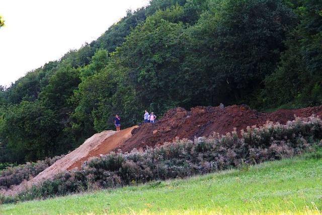 Zu viel Erde und zu viel Blei in umstrittener Aufschüttung am Castellberg
