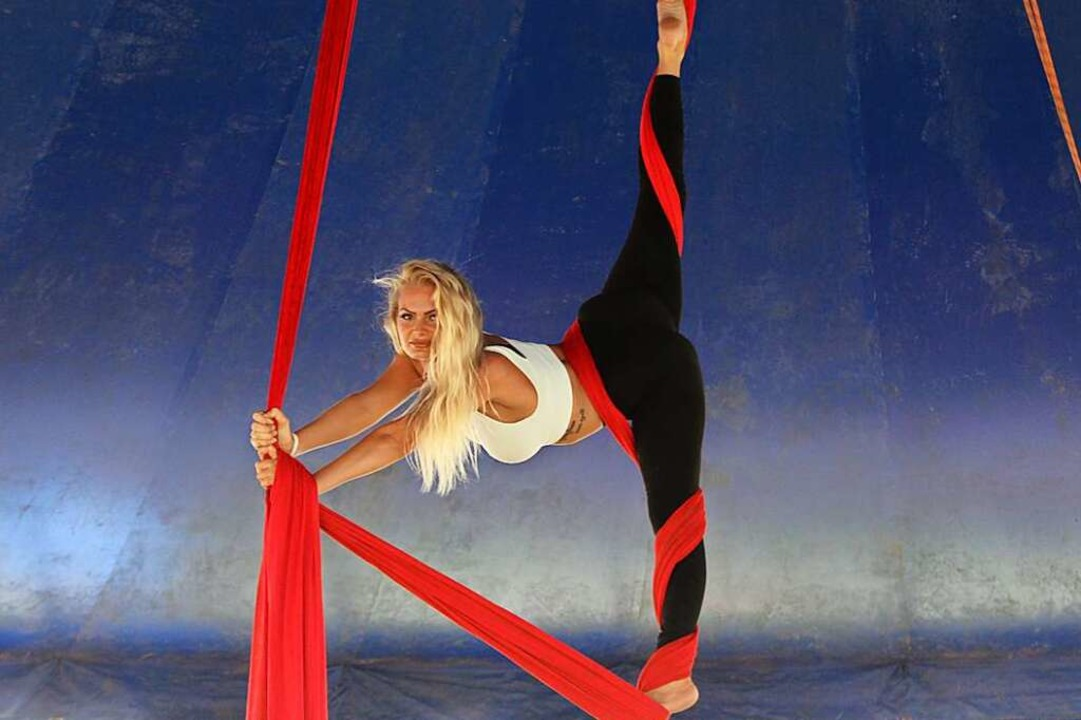 Darline Zinnecker kann ihr Können am Vertikaltuch wieder zeigen.  | Foto: Jennifer Ruh