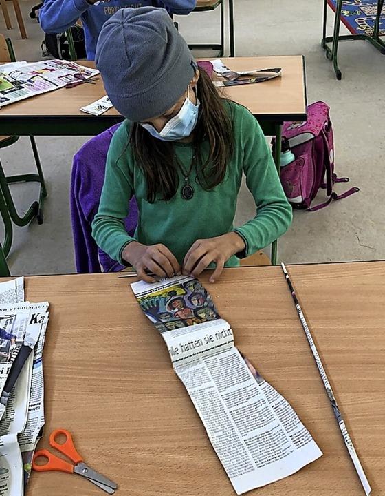 Los geht's. Die ersten Zeitungsrollen entstehen.    Foto: Ulrike Höhne