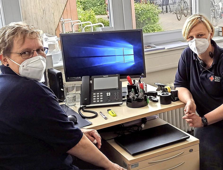 Ruth Würstlin (links) und Peggy Böhm k... Emmendingen um den Hausnotrufservice.  | Foto: Nicole Mangel
