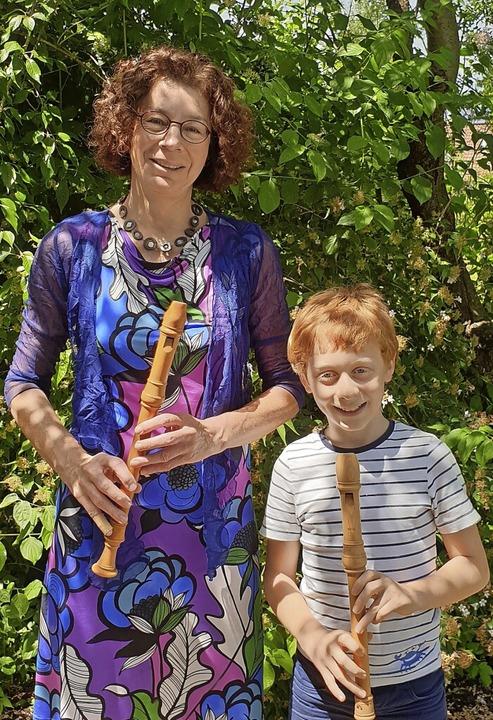 Ursula Oberle und Louis Pfeiffer mit ihren Blockflöten     Foto: Kerstin Pfeiffer
